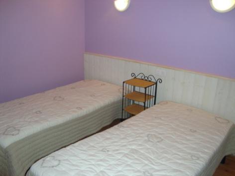 2-chambre2-vergeborderolle-esquiezesere-HautesPyrenees-2.jpg