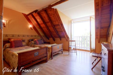 5-chambre3-sarthe-pierrefittenestalas-HautesPyrenees.jpg