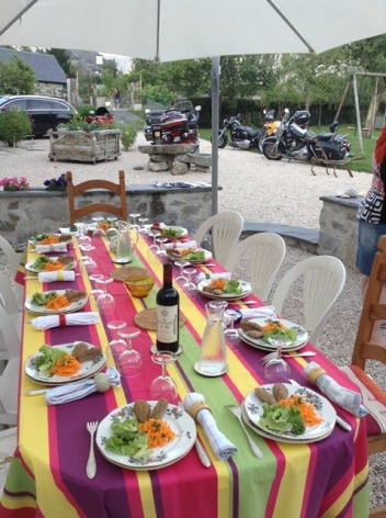 3-Le-Clos-de-Batsurguere---Table-d-hotes-1.jpg