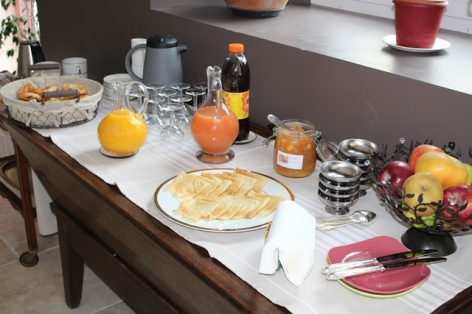 9-Le-Clos-de-Batsurguere---Petit-dejeuner.JPG