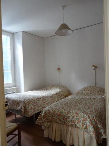 7-chambre1-matheu-argelesgazost-HautesPyrenees.jpg.JPG