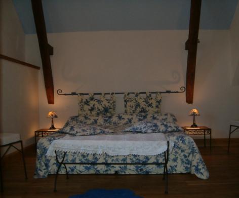 1-HPCH17---La-Grange-du-Suisse---Chambre-bleue.jpg