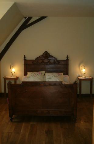 2-HPCH17---La-Grange-du-Suisse---Chambre-jaune.jpg