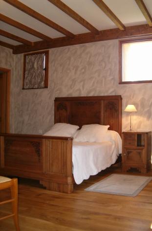 3-HPCH17---La-Grange-du-Suisse---Chambre-suisse.jpg
