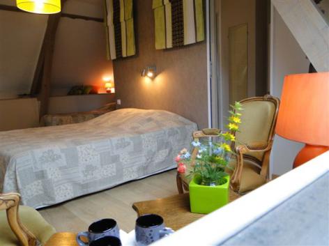 1-HPCH83---Les-jardins-d-hibarette---Chambre-Adour.JPG