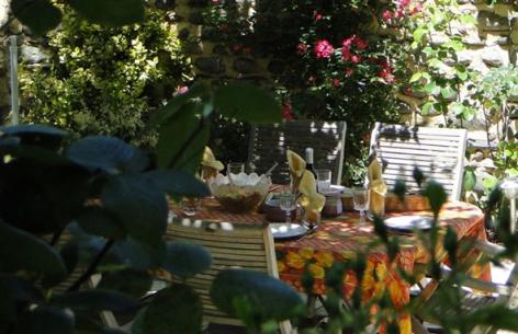 5-HPCH83---Les-jardins-d-hibarette---Diner-en-terrasse3.jpg