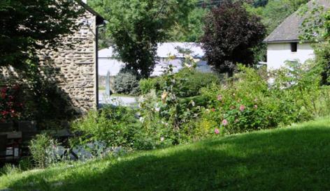 6-HPCH83---Les-jardins-d-hibarette---exterieur.JPG
