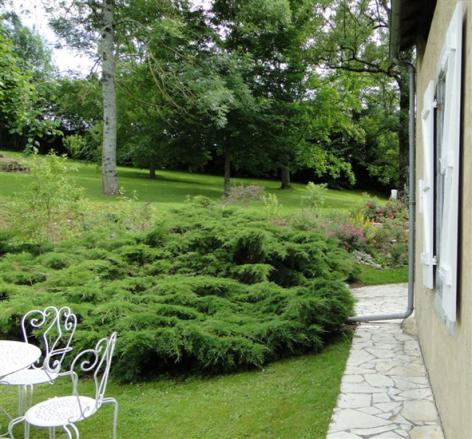 7-HPCH83---Les-jardins-d-hibarette---Jardin1.jpg