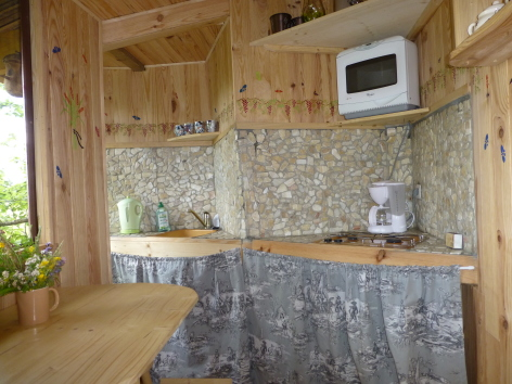 2-HPCH98---Cabane-perchee-VITZ---cuisine.JPG