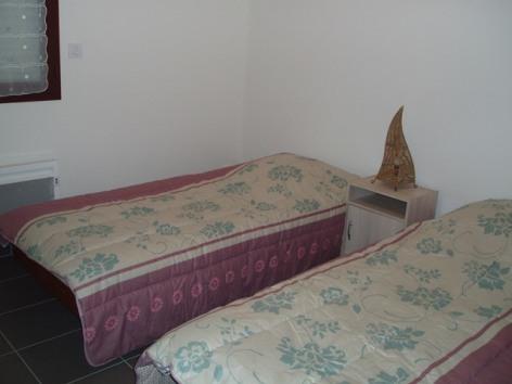 3-chambre2merlet-argelesgazost-HautesPyrenees.jpg.JPG