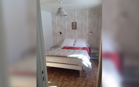 4-chambre2-damidot-arrensmarsous-HautesPyrenees.jpg