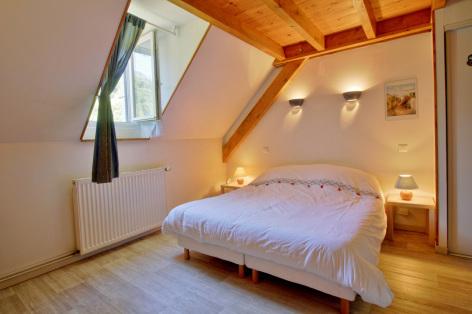 3-chambre1-lamunia-saligos-HautesPyrenees.jpg