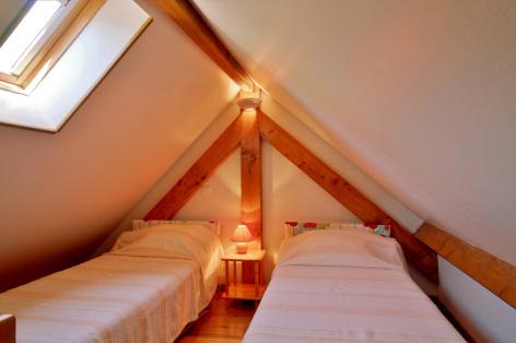 4-chambre2-lamunia-saligos-HautesPyrenees.jpg
