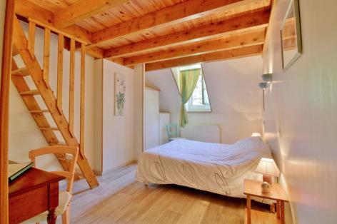 5-chambre3-lamunia-saligos-HautesPyrenees.jpg