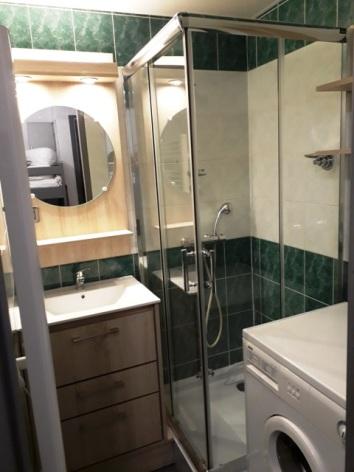 3-4-LEROUX-AURETTE-D108-Salle-de-bains.jpg