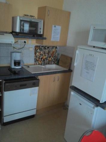 7-kitchenette-2.jpg