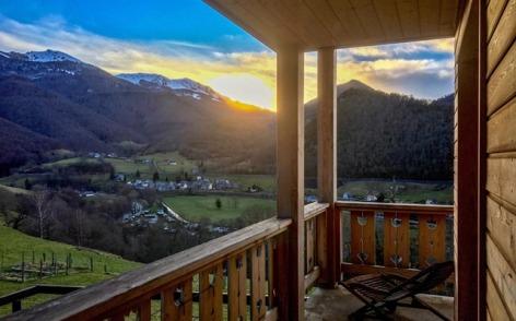 0-HPCH15---CH-LE-SHORTEN---Coucher-soleil-balcon---HECHES.JPG