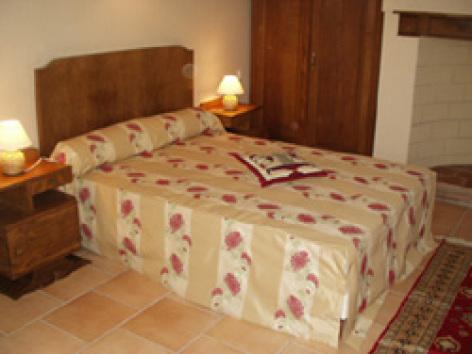 1-Ferme-Larroude-Chambre-Eglatine.jpg