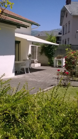 7-terrasse-varis-argelesgazost-HautesPyrenees.jpg