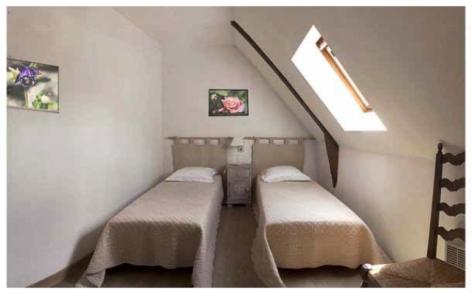 4-5-ASPIN-EN-LAVEDAN-DURRUTY--Gite-La-Cour--Chambre-double-2.jpg