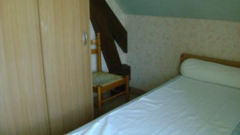 3-chambre2-tresaczes-sazos-HautesPyrenees.jpg