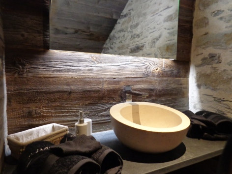 4-Isard-Blanc-Viscos-salle-de-bain.JPG