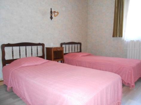 4-chambre-avec-2-lits-en-90.JPG