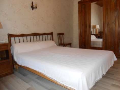 5-chambre-avec-lit-en-140.JPG