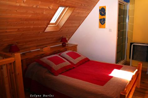 6-chambre1-nobecourt-arrasenlavedan-HautesPyrenees-2.jpg
