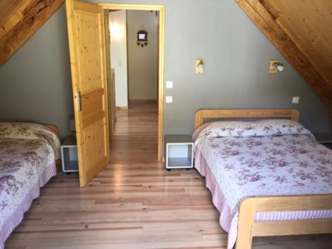 10-c-chambre3-goube-gedre-HautesPyrenees.jpg