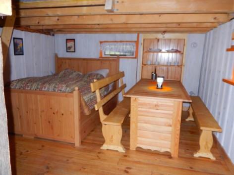 2-HPCH110---Cabane-Vertiges-de-l-adour---salle-a-vivre.jpg