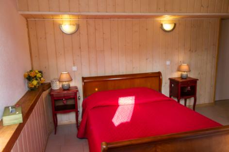 4-chambre1-nobecourt-arrasenlavedan-HautesPyrenees.jpg