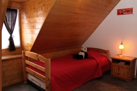 6-chambre2-nobecourt-arrasenlavedan-HautesPyrenees.jpg
