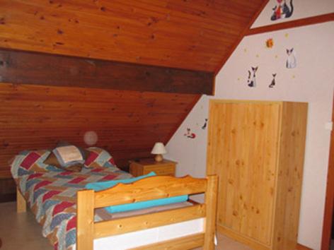 5-chambre1-favaudon-artalenssouin-HautesPyrenees.jpg