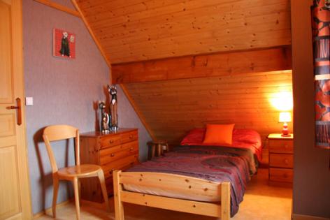 5-5-chambre2-favaudon-artalenssouin-HautesPyrenees.jpg
