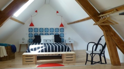11-HPM140---Gite-type-loft-vintage-chambre-mezzanine-1er-etage.jpg