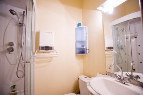 3-Salle-d-eau-appartement-n-14-douche-1er-plan.jpg