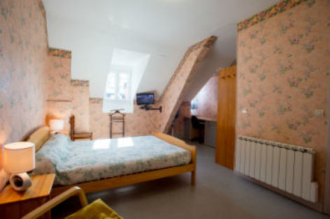 0-Chambre-appartement-n-6-lit-en-140-vue-fenetres-CATALOGUEpp.jpg