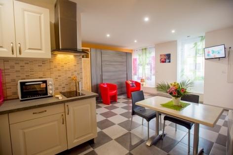 1-Appartement-du-ZEN-cuisine-en-1er-plan.jpg