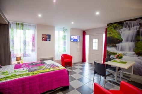 2-Appartement-ZEN-fenetres-et-Cascade.jpg
