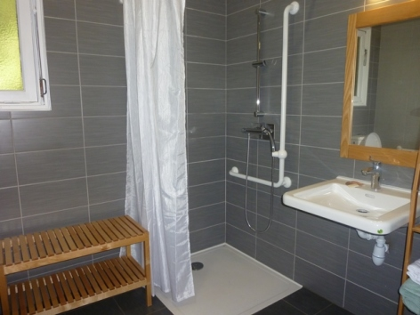 14-HPM12-Chalet-Fario-FrechetAure-salle-de-bain.JPG
