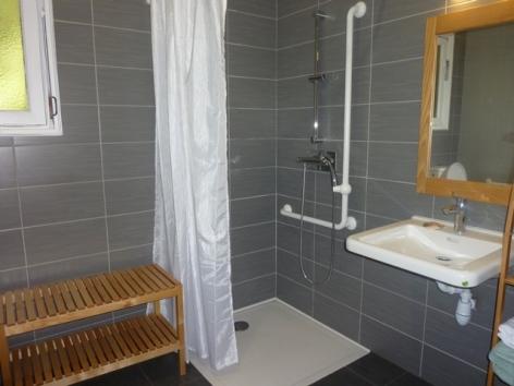 15-HPM12-Chalet-Fario-FrechetAure-salle-de-bain.JPG