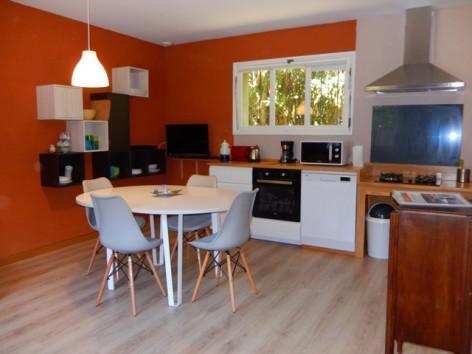 1-HPM13---Chalet-Le-Nordique---coin-cuisine.jpg