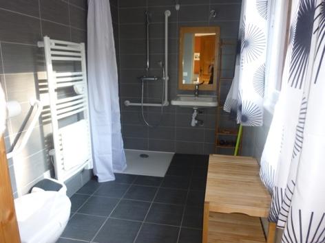 18-HPM13-Chalet-Nordique-FrechetAure-salle-de-bain.JPG