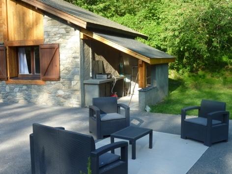 19-HPM13-Chalet-Nordique-FrechetAure-salon-exterieur.JPG