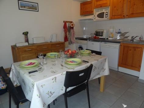 5-VLG342-Granges-de-Trescazes--coin-cuisine.jpg