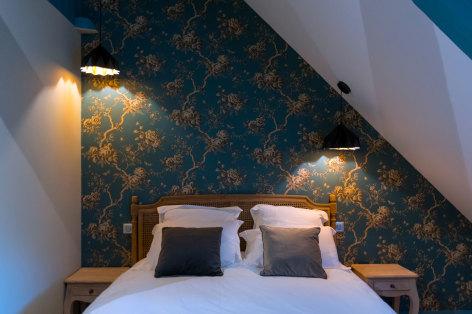 2-Le-Relais-chambre-d-hote-bagneres-de-bigorre-chambre-fleurs-bleues-lit.jpg