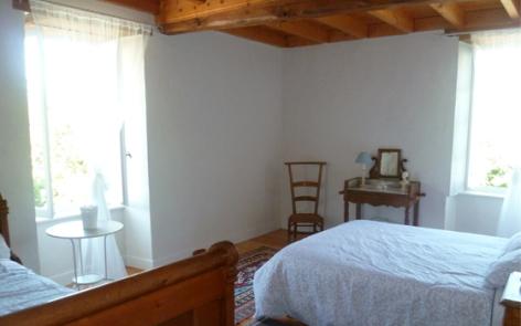 3-lacrampe-chambre3-saintpastous-HautesPyrenees.jpg
