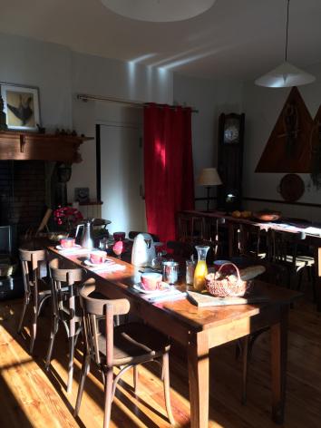1-salleamanger2-maisoncamelat-arrensmarsous-HautesPyrenees.jpg