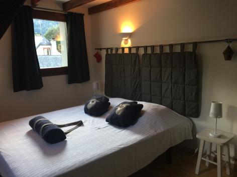 7-chambre2-maisoncamelat-arrensmarsous-HautesPyrenees.jpg